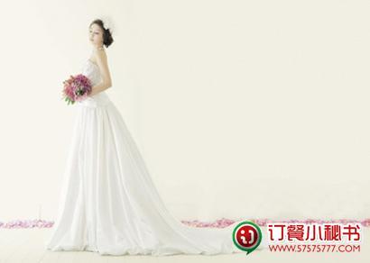白色婚纱打造灵动气质新娘